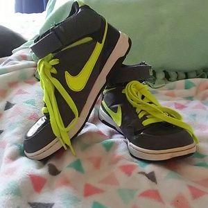 Nike Shoes - Boys Nike SB